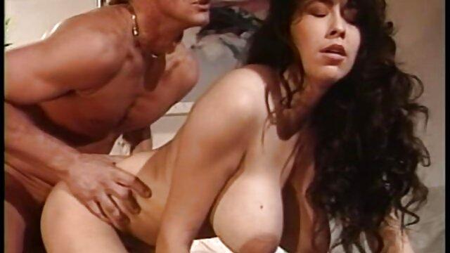 Lézer creampie nyalogatja a lábát új szex videók